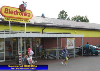 Dach supermarketu - wiązary z płytkami kolczastymi